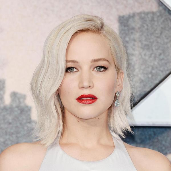 Different Ways Jennifer Lawrence S Short Hair Was Styled